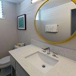 White Sands Hotel Twin Bathroom