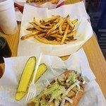 Hunt's Battlefield Fries & Cafe'의 사진