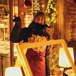 Der HEISSA HOLZMARKT 25 Wintermarkt //  Vom heiligen Bimbam bis zum heiligen Josef, ab dem 23. November treffen sich alle beim Wintermarkt auf der Holzmarktstraße 25. Zum zweiten Mal gehts unter der riesigen Weihnachtskugel hindurch ins Winterwahnsinnsland - mit großem Programm für die Kleinen (vor allem Sonntags, mit Kinderbetreuung!), Glühwein, Lesungen & DJs für die Großen, glitzerndem Schnick & funkelndem Schnack, Märchenhütte, Essen bis/bis zum Platzen und den vorfreudigsten Geschenkideen.
