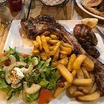 Foto van Tramps Sports Bar & Restaurant