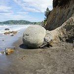 Photo of Moeraki Boulders