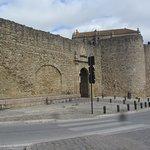 Puerta Almocabar Walls