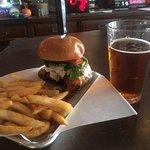 Enterprise Bar & Grill照片