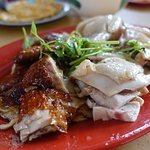 Foto de EeJiBan Chicken Rice Ball Halal