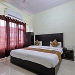 OYO 9093 Hotel Ananta Inn
