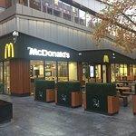 صورة فوتوغرافية لـ McDonalds Victoria Centre