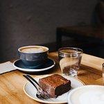 Brownie y café de especialidad