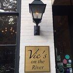 Foto de Vic's On the River