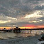 Bild från Sunset Beach Tropical Grill and The Playmore Tiki Bar