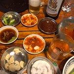 Специально поехали в это заведение начитавшись отзывов. Мы очень любим корейскую кухню, и тут мы получили то что желали, за очень смешные деньги, 300 батт с человека. Рекомендую. Приезжать желательно в 18-19, далее уже мест нет