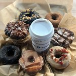 Blue Star Donuts의 사진
