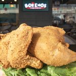 Foto de Borenos Fried Chicken (Centre Point Sabah)
