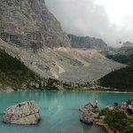 Lago Sorapiss, dal particolare colore turchese.