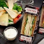 Салаты и сэндвичи