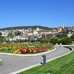 Esplanade du Mont-Blanc à Neuchâtel - Jardin de fleurs et de sculptures
