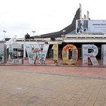 Photo de Newborn Monument