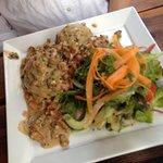 Leckerste Knödel - fluffig und schmackig - Knödel gehen immer! Und mit Salat im Sommer einfach leicht und lecker.