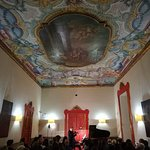 Musicista visto da lontano (Foto 3) - Palazzo Pantaleo