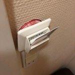 Aktiveringskontakt til lys flyder ud af væg