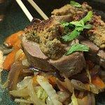Filet mignon de porc en croûte de cacahuètes & wok de légumes (ex plat midi)