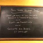 Capitato per caso (cerco di evitare i ristoranti italiani fuori d Italia) ero diretto ad un altro ristorante in cui non sono entrato perché non mi ha ispirato e tornando sui miei passi avevo adocchiato questo ristorante che mi era sembrato caldo e accogliente... e quindi sono entrato ed ho avuto una calda accoglienza, un bel posto (non frequente se sei da solo). Comunque ho preso il menu consigliato, posso dire un ottima cena ed anche la presentazione del piatto bella. Consigliato.