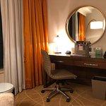 Holiday Inn Macao Cotai Central - desk