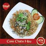 Cơm Chiên Hàu cũng là món ăn được nhiều thực khách lựa chọn và yêu chuộng tại Hàu Kokyu Ho. Vì món ăn được nấu thơm ngon và nguyên liệu được lựa chọn tỉ mĩ kỹ lưỡng.  Facebook:   https://www.facebook.com/Haunekokyuho/