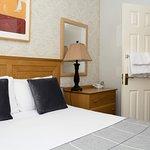 This apartment has a double bedroom,en-suite bathroom, kitchen, tea/coffee making facilities.