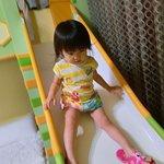 好愛溜滑梯的女兒