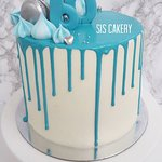Blauwe dripcake voor een 60 jarige verjaardag.  Smaken, kleuren en tekst kunnen naar wens aangepast worden.