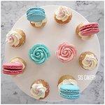 Mini cupcakes voor een babyshower, het bekendmaken van de zwangerschap of voor de geboorte.  Smaken, kleuren en tekst kunnen naar wens aangepast worden.