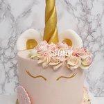 Pastel Unicorn cake  Smaken, kleuren en tekst kunnen naar wens aangepast worden.
