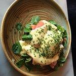 Lachssalat mit Bernaise Sauce