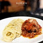 Polpetone + espaguete Alfredo