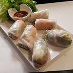 Goi Cuon (rollitos frescos de arroz con jamón vegetal, gambas y hierbas frescas)