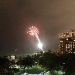 Friday Night Fireworks at Hilton Hawaiian Village Waikiki Beach Resort照片