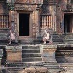 banteay srei carvings & statues