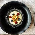Mousse allo yogurt, lamponi e croccante alle mandorle