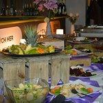 1 Catering pro firmy i rodiny, připravujeme na míru  Více zde - https://youtu.be/kXxDi9Hcl04