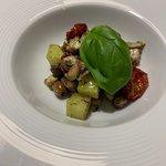 Polpo con patate, olive taggiasche e foglia di basilico