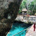Es un lugar maravilloso, tiene Cabañas para hospedarte, cenote y Piscinas! Cuenta con Área para comprar alimentos! 🙂deliciosos por Cierto!