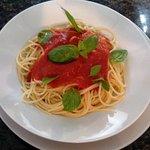 Spaghetti al sugo & basilico