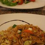 Пад-Тай и салат с креветками