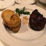 Photo de Caesar's Steak House & Lounge