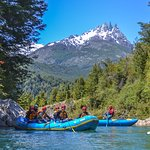 Outdoorpatagonia rafting Río Azul cerca de pueblo Futaeufu dentro de la Patagonia Chilena llena de aventuras y asombrosos paisajes que nos otorga.