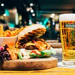 Photo de Bar-B Burgers 'N' Beer Bar