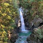 صورة فوتوغرافية لـ Cascade Falls