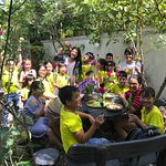 Experiencing making paper flower in peaceful garden, and try sign language with us.