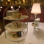 Φωτογραφία: Afternoon Tea at Hotel Cafe Royal