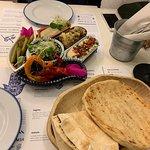 Hamsa Hummus & Happiness Israeli Restobar Foto